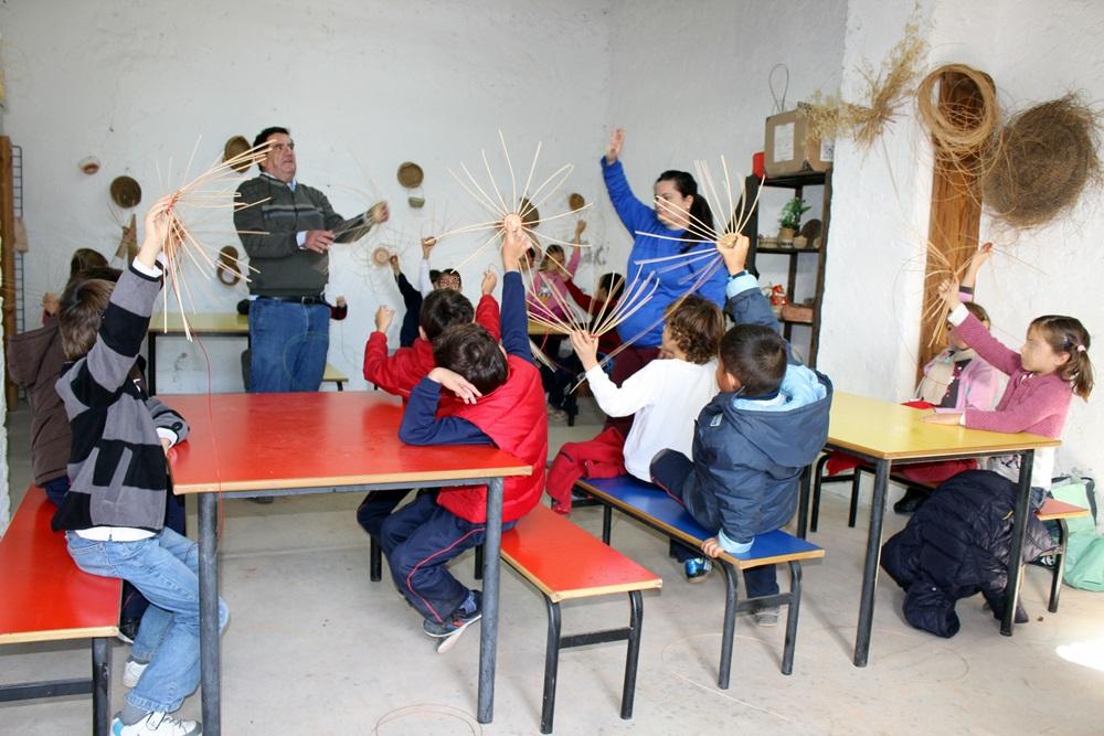 Taller_cesteria_granja_escuela